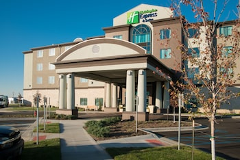 Picture of Holiday Inn Express and Suites Kansas City Airport in Kansas City