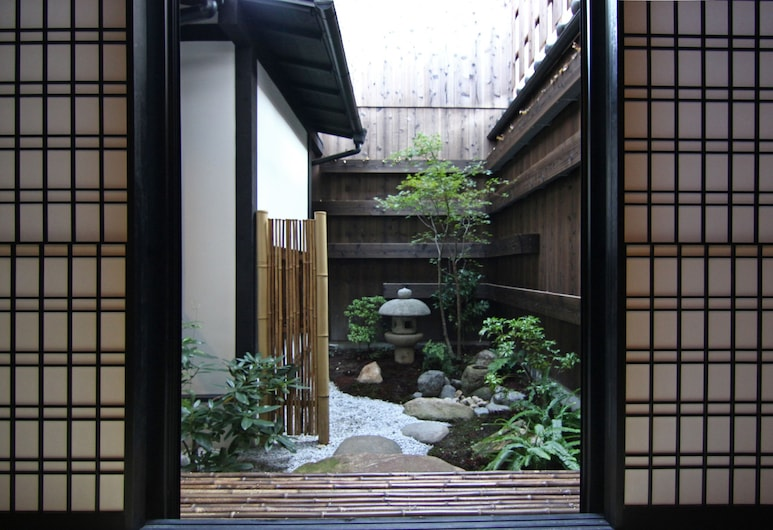 格致しょうぶ庵 町家レジデンスイン, 京都市, 庭園