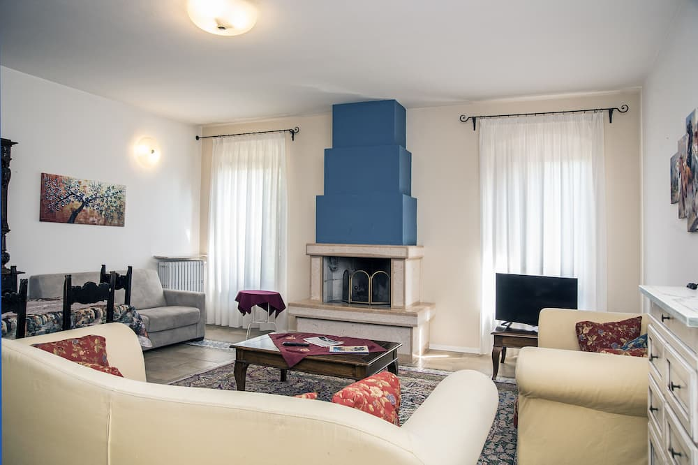 Apartment, 2 Bedrooms (8 people) - Living Room