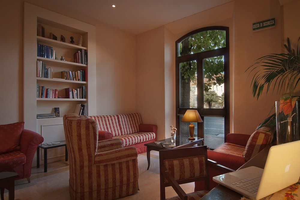 Deluxe Double Room (with Spa access) - Living Area