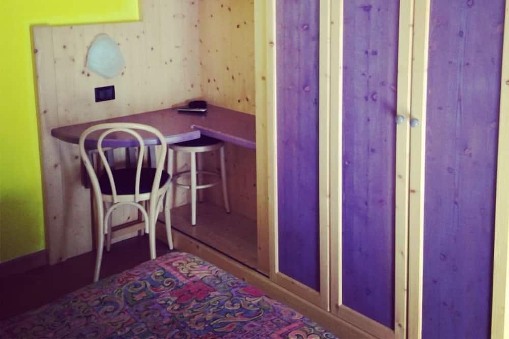 Pokój dwuosobowy, standardowy, 2 łóżka pojedyncze, widok na ogród - Powierzchnia mieszkalna