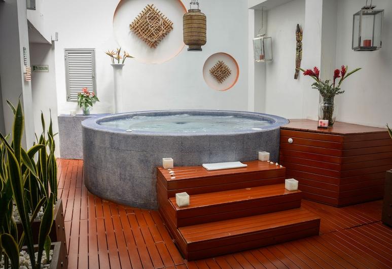 ZiOne Luxury Hotel Pereira, Pereira, Indoor Spa Tub