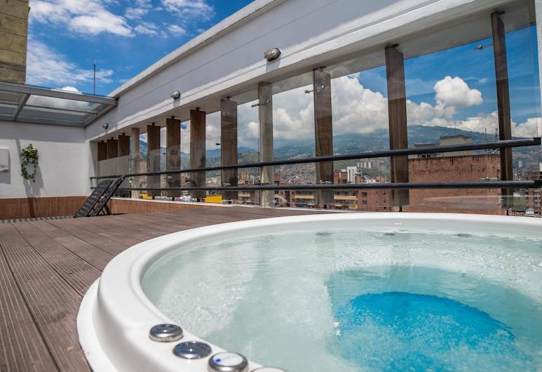 Hotel Golden Palermo, Medellin, Bathtub Spa Luar Ruangan