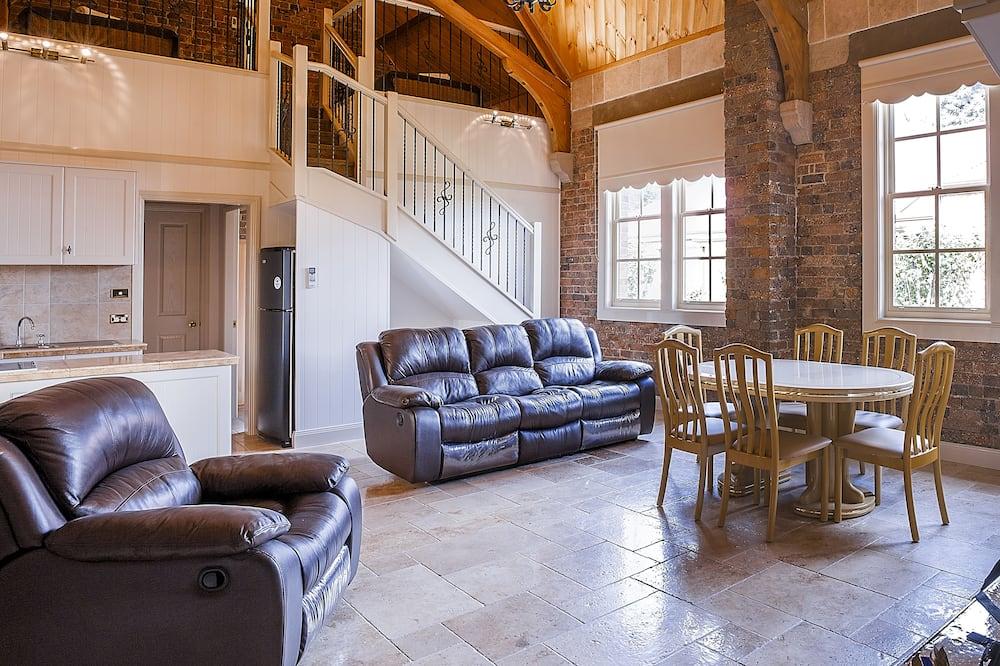 Deluxe Villa, 4 Bedrooms, 2 Bathrooms - Living Room