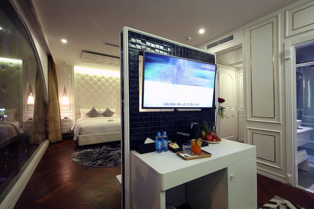 ME Suite - Living Area