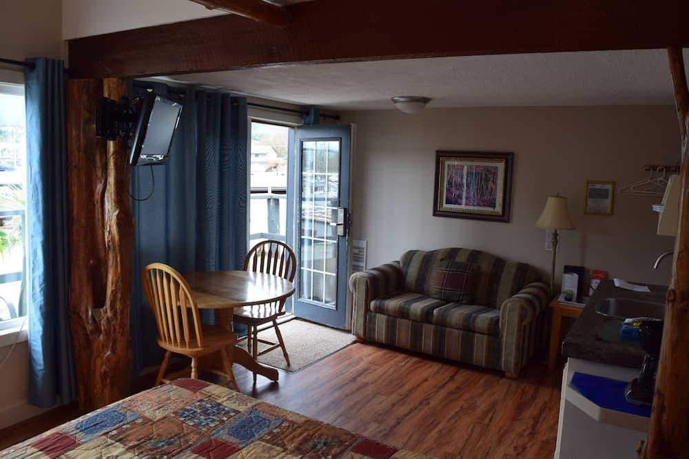 Cabin, 1 Queen Bed (Little Green Cabin) - Living Room