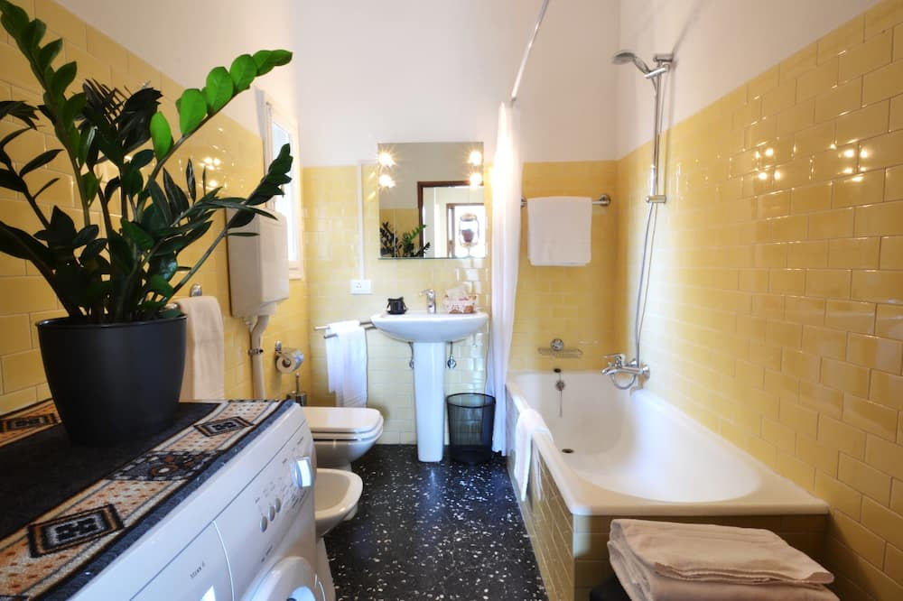 Apartment, 3 Bedrooms, Canal View - Bathroom