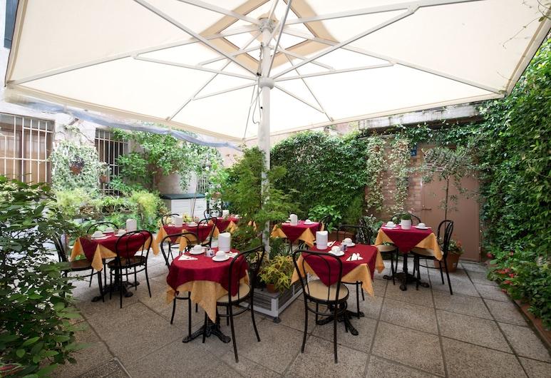Hotel Mignon, Venice, Porch