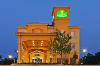 Choose This Cheap Hotel in Marshall