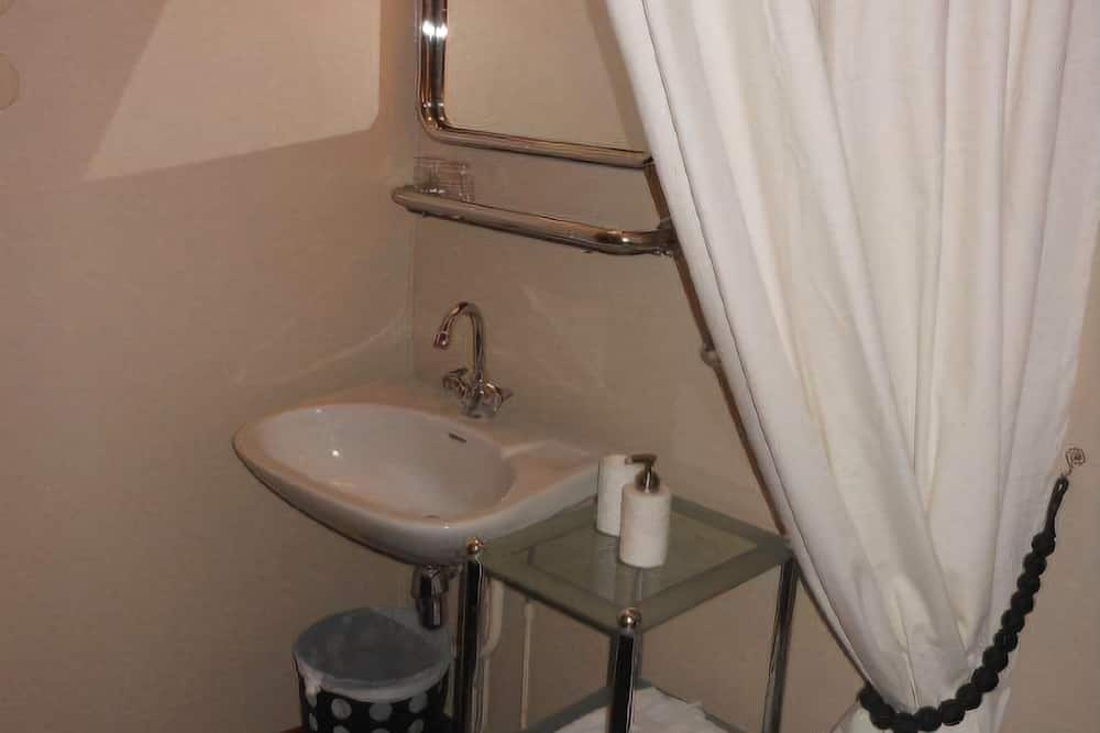 Economy Single Room, Shared Bathroom - Bathroom