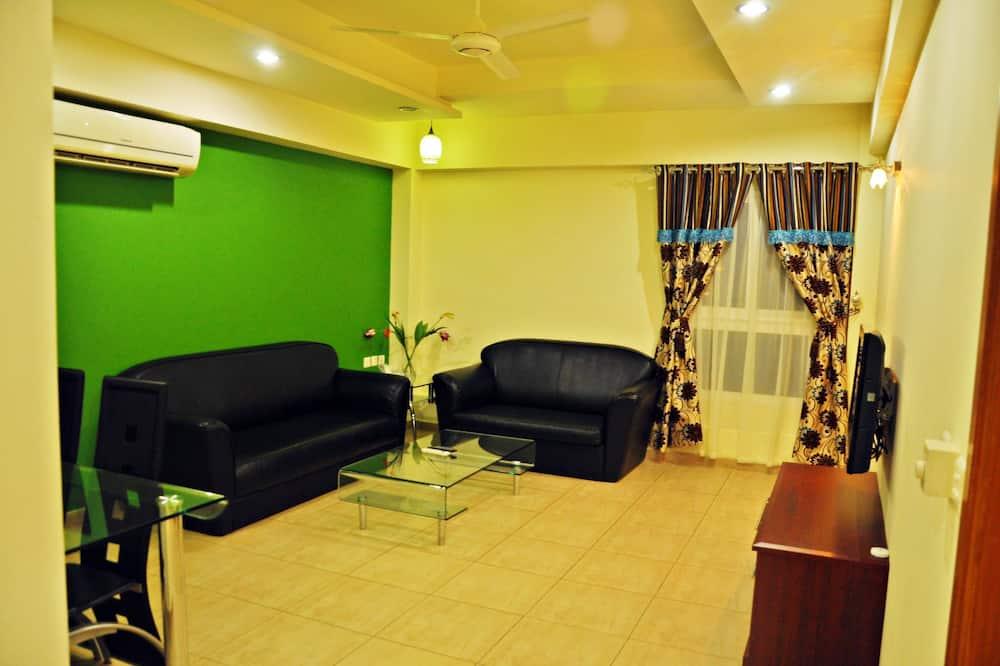 Family Apartment, 2 Bedrooms, Accessible, Kitchen - Living Area