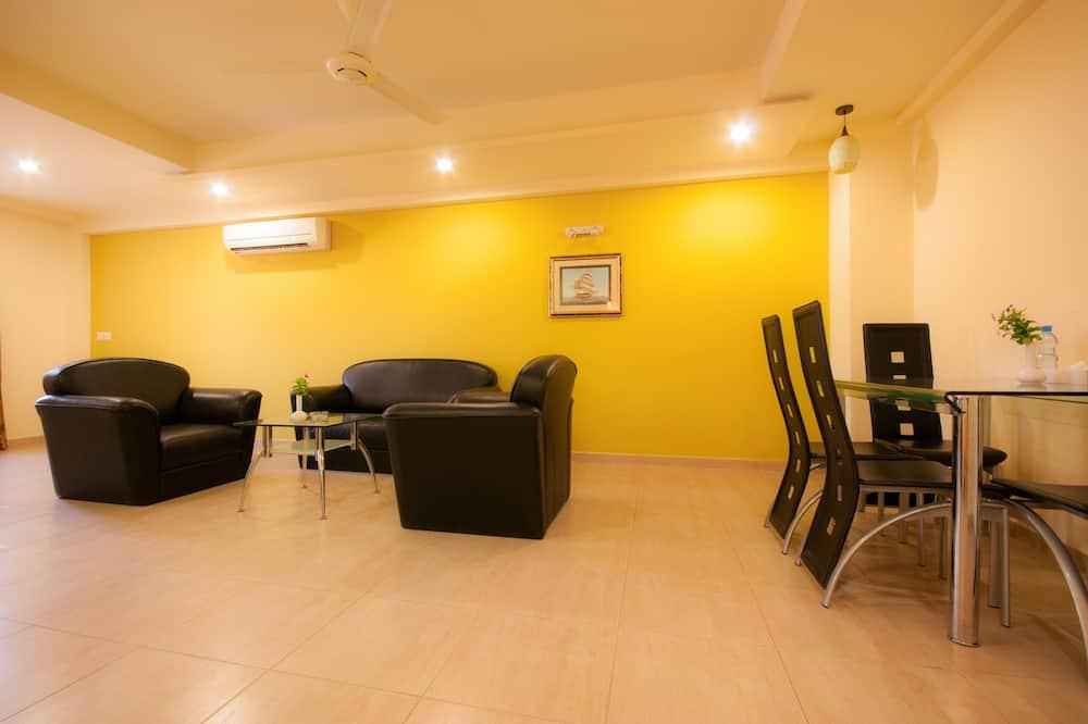 Junior Suite, Accessible, Kitchen - Living Room