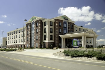Picture of Holiday Inn Express Hotel & Suites Marion Northeast in Marion