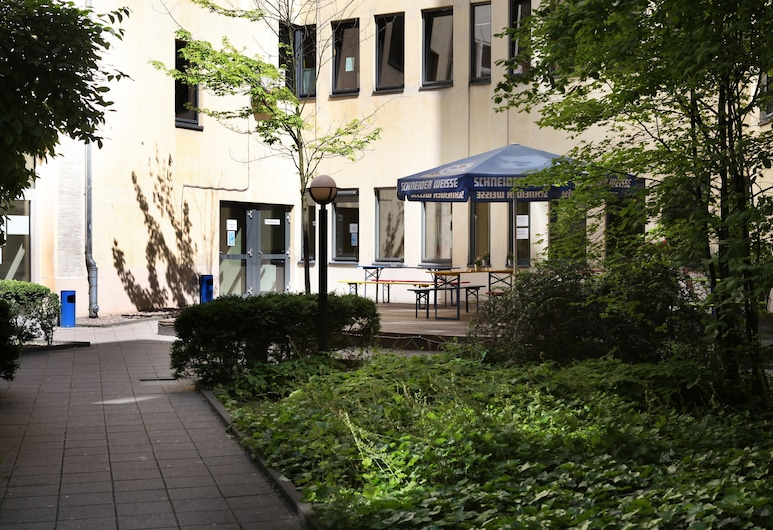 acama Hotel & Hostel Kreuzberg, Berlín, Patio