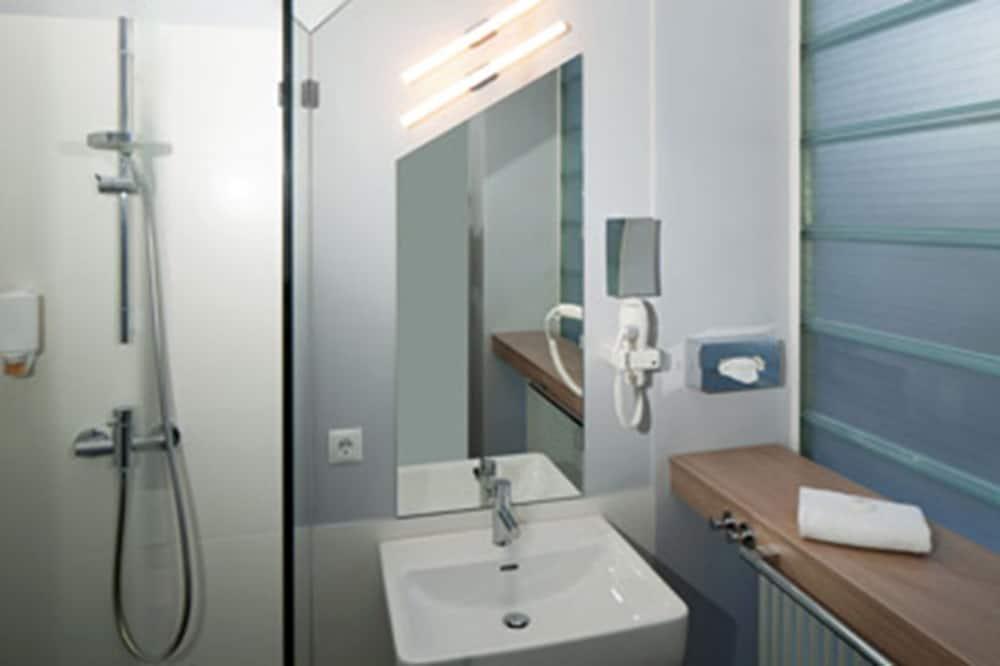 Δίκλινο Δωμάτιο για Μονόκλινη Χρήση, Ιδιωτικό Μπάνιο - Μπάνιο