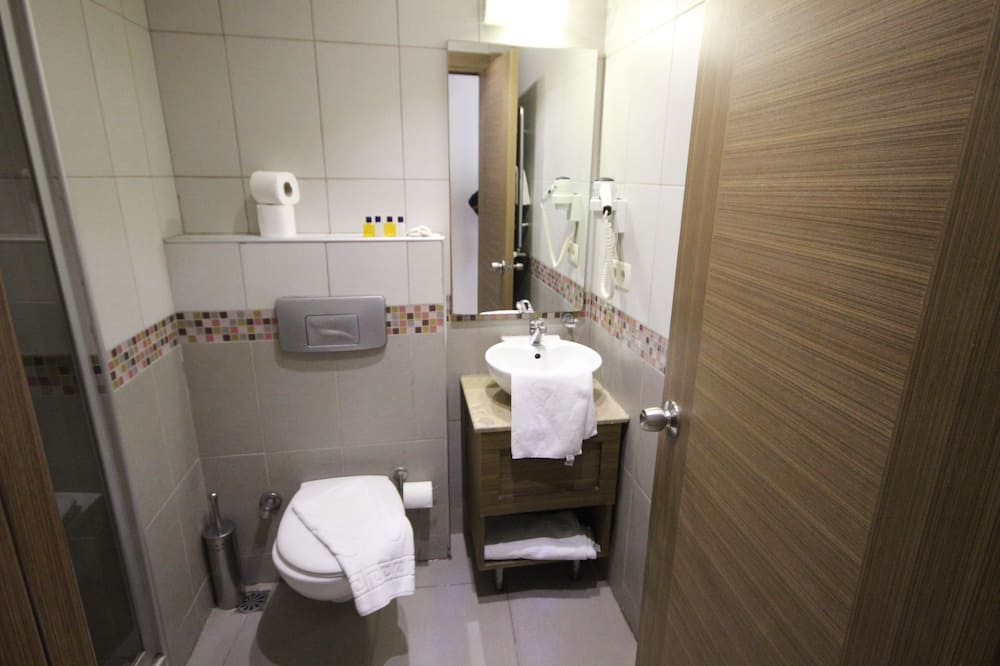 Double or Twin Room - Phòng tắm