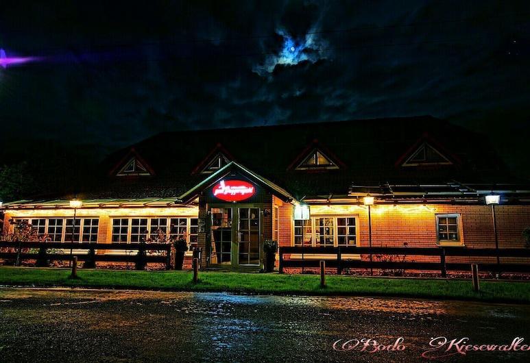 Landhotel Zum Baggernpuhl, Nauen, Hotel Front – Evening/Night