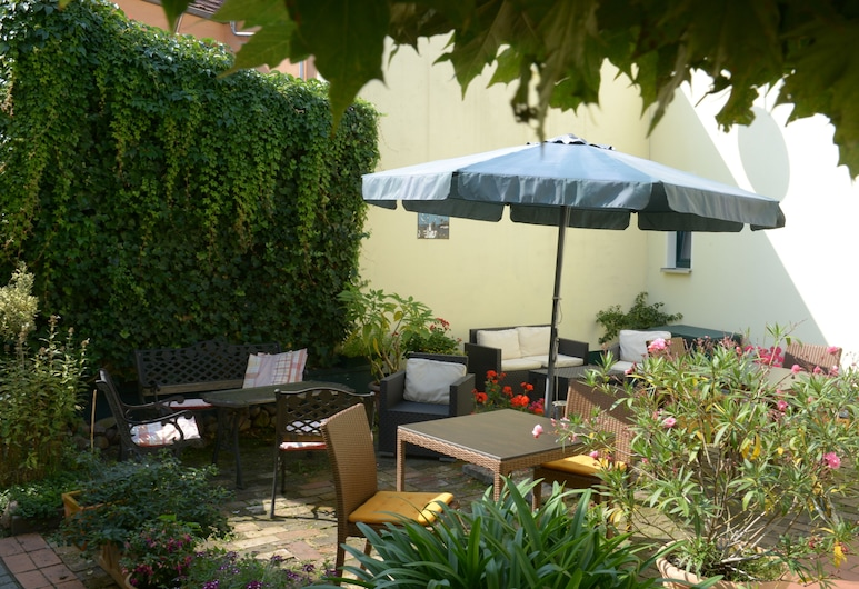 Hotel Pension Mandy, Senftenberg, Courtyard