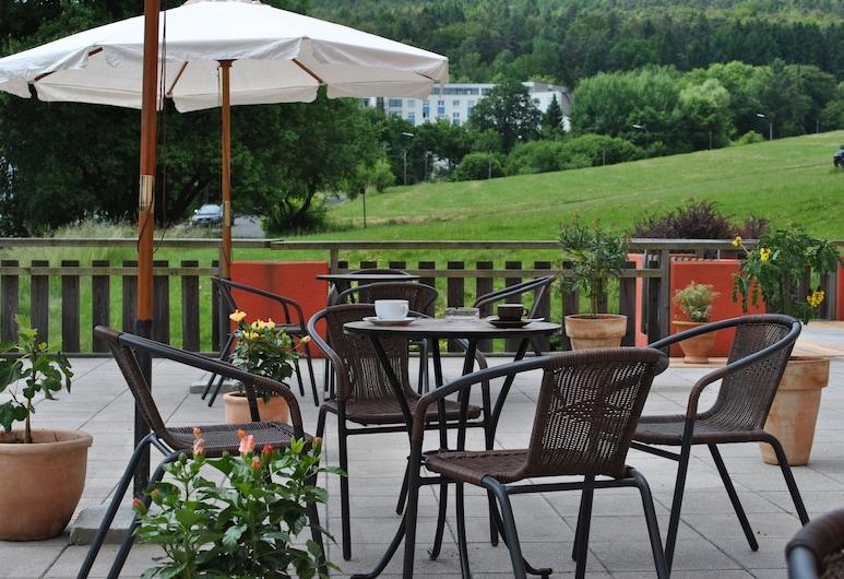 Hotel Arauka, Bad Soden-Salmünster, Terraza o patio