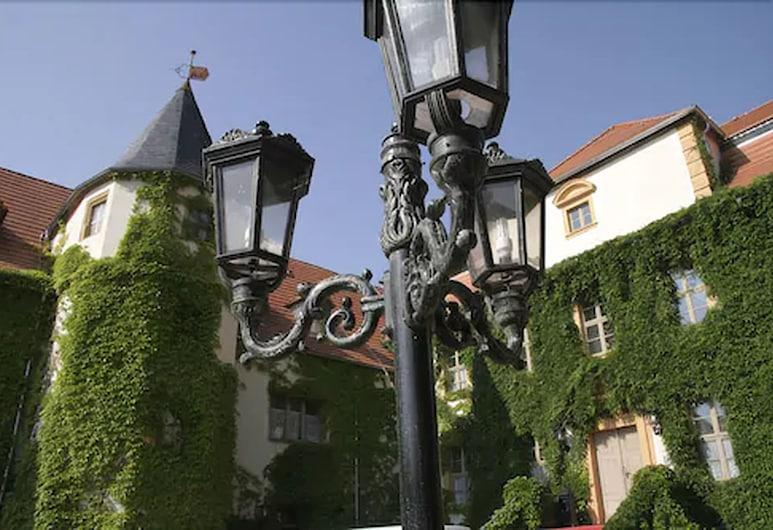 Stadtschloss Hecklingen, Hecklingen, Hadapan Hotel