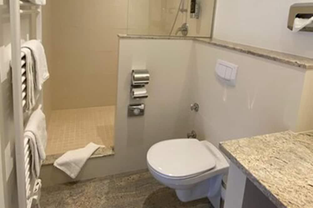 基础双人房/双床房 - 浴室