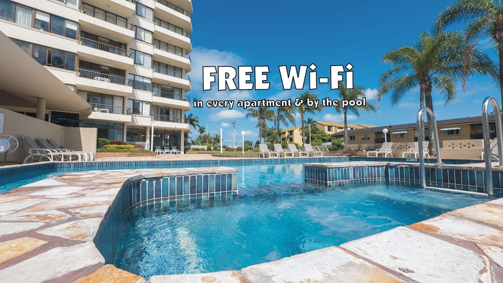 Southern Cross Beachfront Holiday Apartments, Burleigh Heads, Outdoor Pool