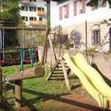 Bērnu spēļu zona ārā