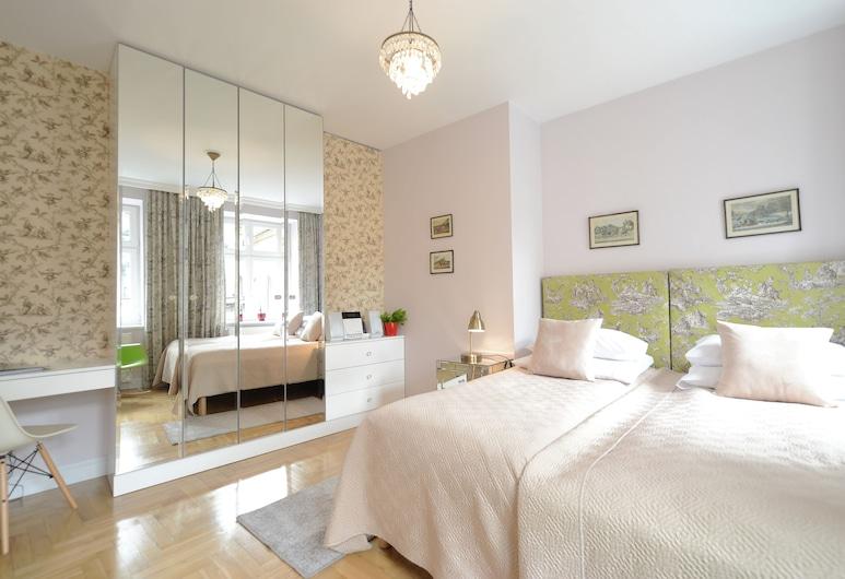 Crystal Suites Chez Helena, Krakow, Deluxe Room, Courtyard View, Room