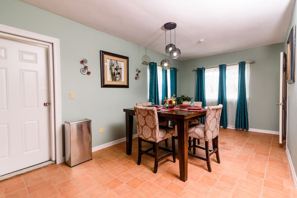 Family Cottage, 2 Bedrooms - In-Room Dining