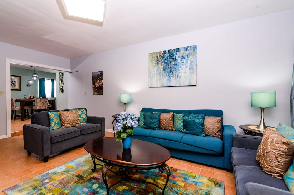 Family Cottage, 2 Bedrooms - Living Room