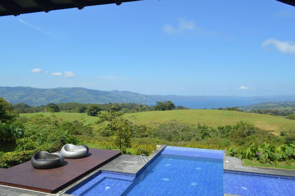 Enjoy the beauty of Costa Rica at Hacienda Toscana