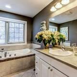 Premium Double Room, 1 King Bed, Balcony, Garden View - Bathroom