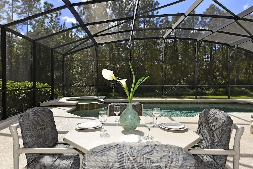 Dom, viacero postelí, súkromný bazén, výhľad na bazén - Balkón