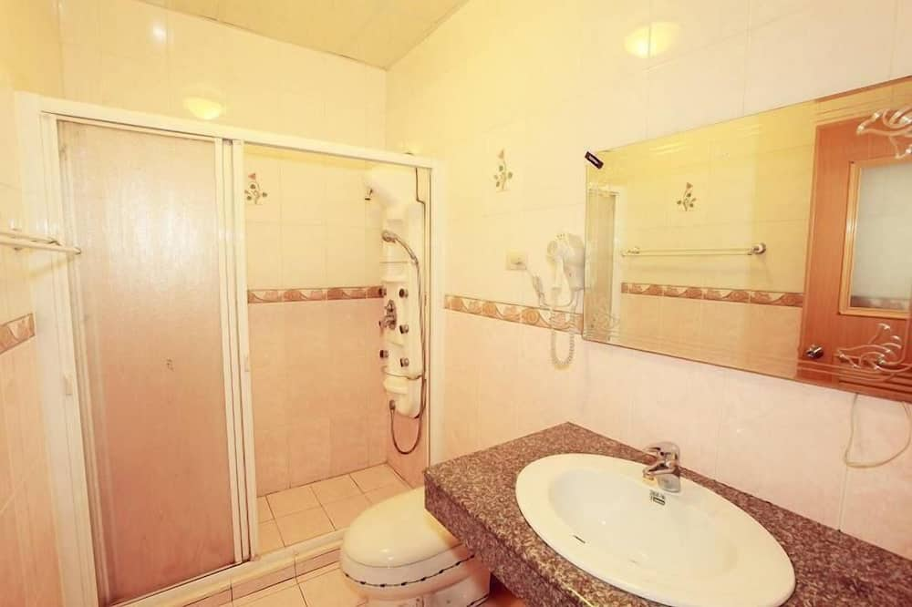City Dört Kişilik Oda - Banyo Lavabosu