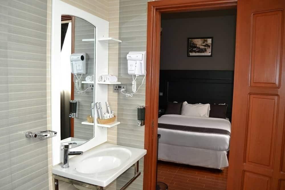 Habitación Deluxe con 1 cama doble o 2 individuales, 1 cama doble - Cuarto de baño