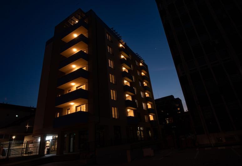 TCI Apartments, Cluj-Napoca, Vista frontal de la propiedad por la noche