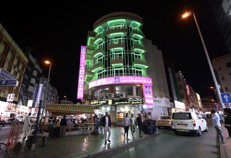 Tanha Hotel , Dubajus, Viešbučio fasadas vakare / naktį