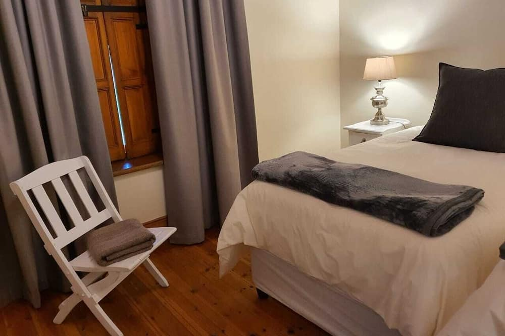 Twin Room 5 - Living Area