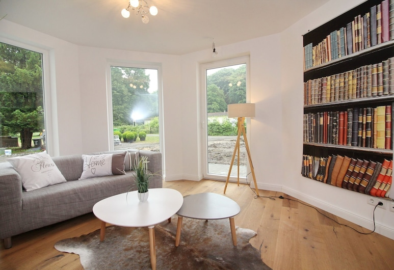 Schloss Hohendorf, Gross Mohrdorf, Apartment, 1 Bedroom (Tower; Incl. 65 EUR Cleaning Fee), Living Room