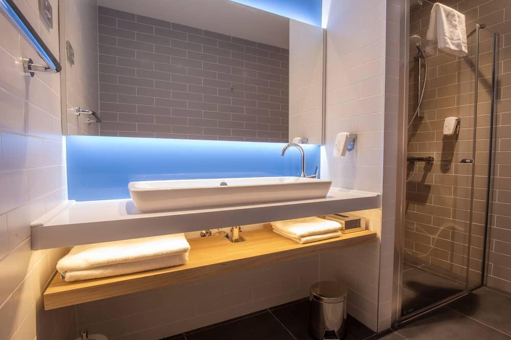 Quarto, várias camas - Casa de banho