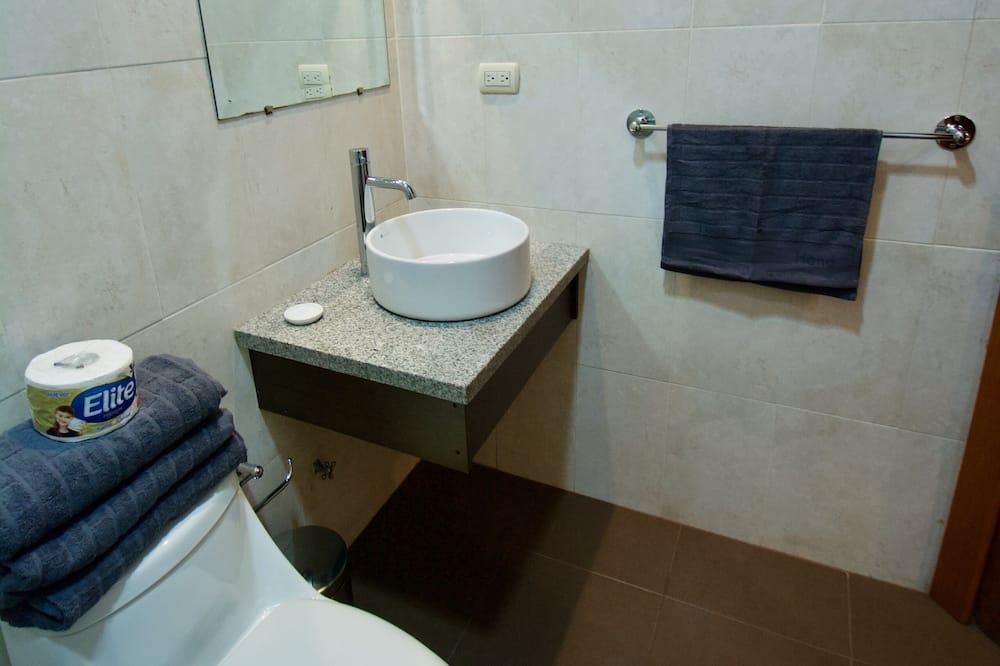 Shared Dormitory, Mixed Dorm, Shared Bathroom (6 People) - Bathroom