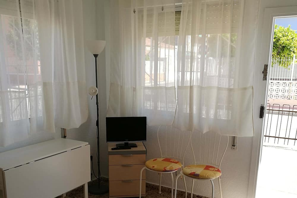 2 Bedroom Apartment Centrally Located by the sea