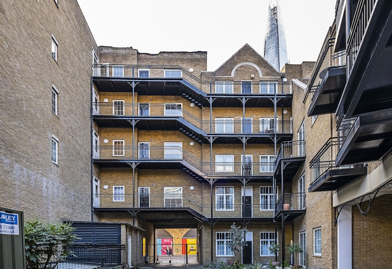Oxford Drive Apartments by Flexystays, London, Front of property