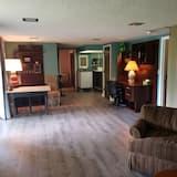 S. Eugene Guest Suite