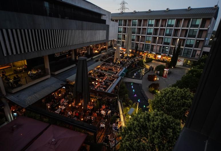 Trio Suites, Bursa, Fachada del hotel de noche