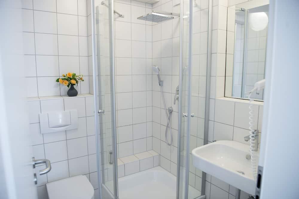Comfort-herbergi - 1 meðalstórt tvíbreitt rúm - Sturta á baði