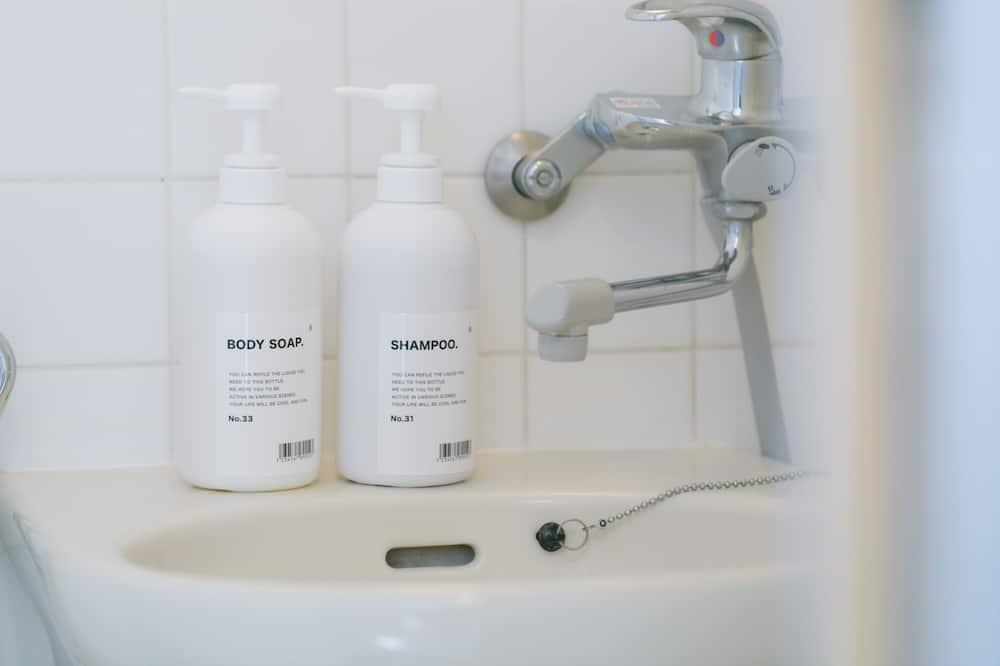 apartman (5-A) - Mosdó a fürdőszobában
