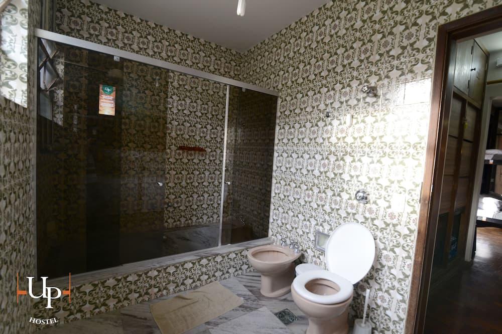 Yhteismajoitus - Kylpyhuone