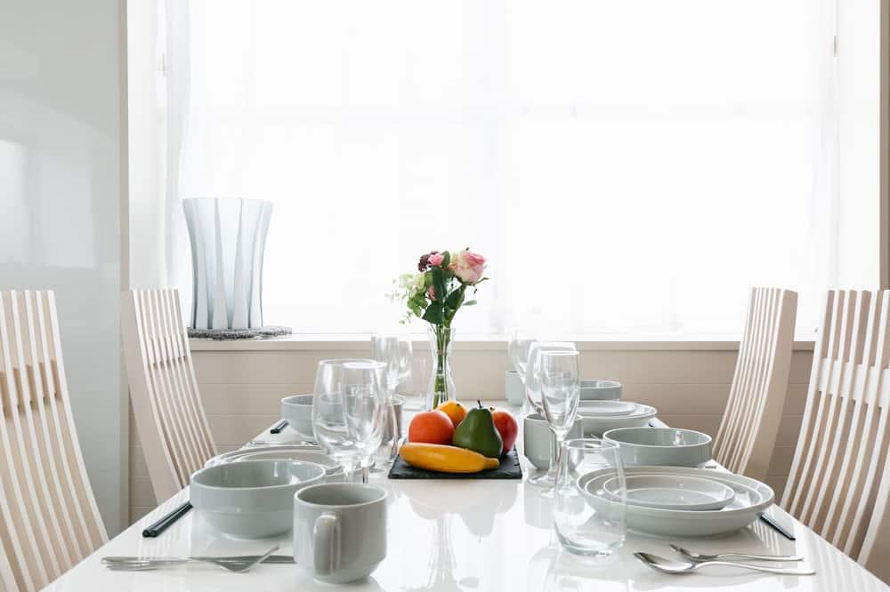 公寓客房 (Aja) - 客房內用餐