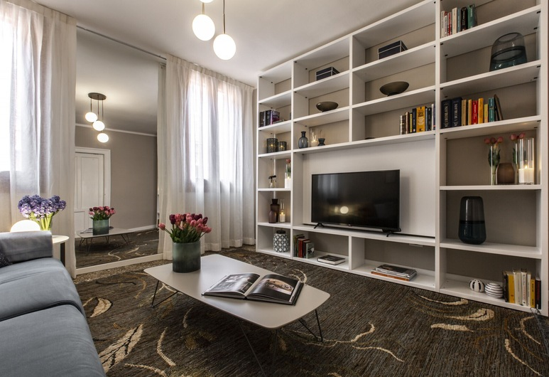 Charming Apartment on the Grand Canal, البندقية, شقة ديلوكس - غرفتا نوم, منطقة المعيشة